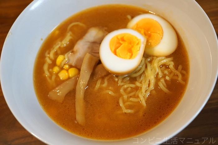 煮卵入りラーメン